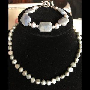 Freshwater pearls Necklace & Earrings